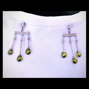 Georgous pair of dangle ear rings green gem stone